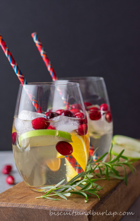 2 white sangrias with red straws