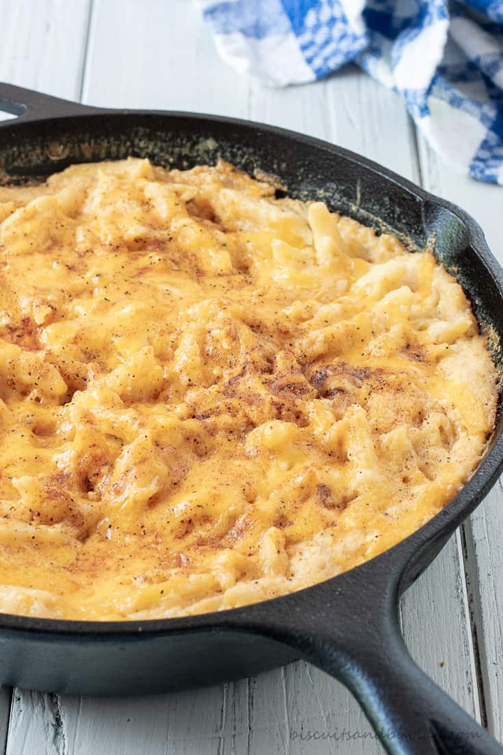 smoked mac and cheese in skillet